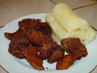 Comida Yuca con chicharron foto por ChiquimulaOnline. com - 19 platos que debes probar en Guatemala