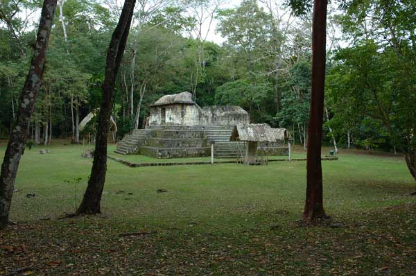 el ceibal foto por sinfront com - 8 sitios arqueológicos mayas para visitar en Guatemala