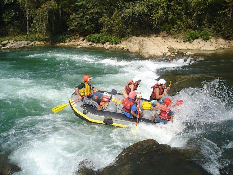 rafting rio cahabon 96 - 7 Actividades Extremas que se Pueden Realizar en Guatemala