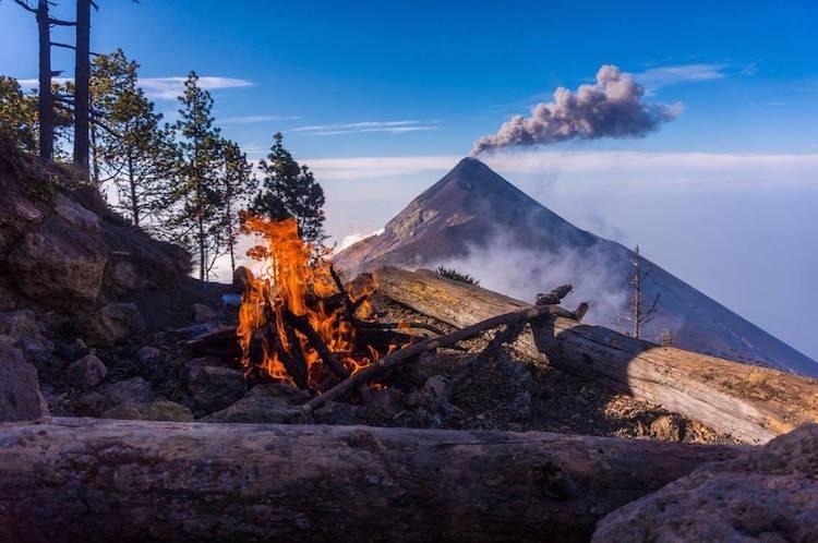 Vista desde las faldas del Acatenango, volcán de Fuego - foto por Alan Reyes