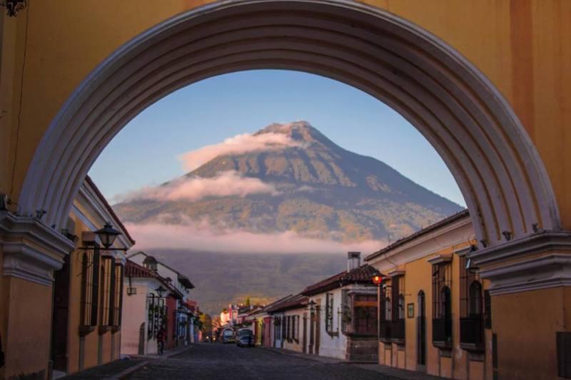 08 amanecer en la antigua guatemala foto por angel jimenez - Nuestro Top 10 Fotos en Instagram en 2016