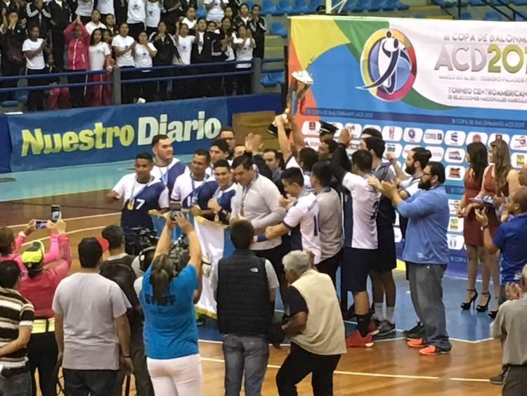 balonmano 2 foto por luis stolz - Guatemaltecos campeones del Balonmano por tres años