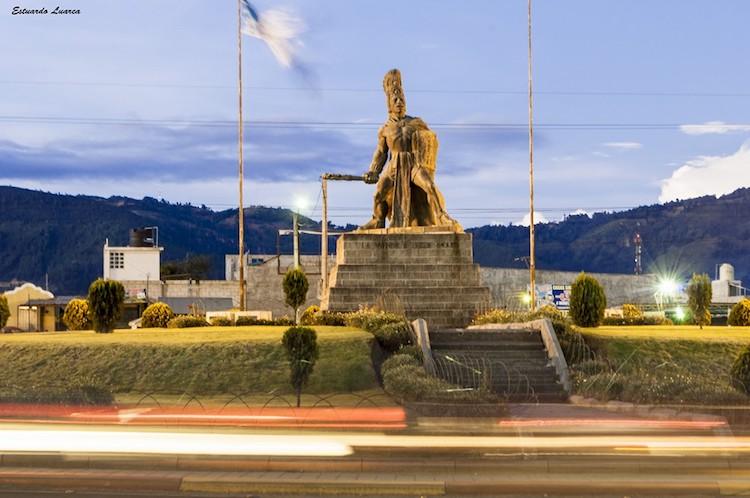 monumento a tecun uman ciudad de quetzaltenango foto por estuardo luarca - La verdad sobre Tecún Umán sigue en duda