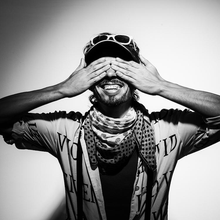 foto cedric arenales baja - IshtoJuevez, el cantautor que inició su carrera cantando en buses