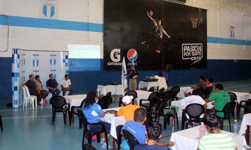 Capacitan a entrenadores guatemaltecos