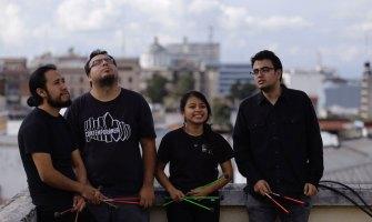 Guatemaltecos fusionan marimba y rock con temas famosos