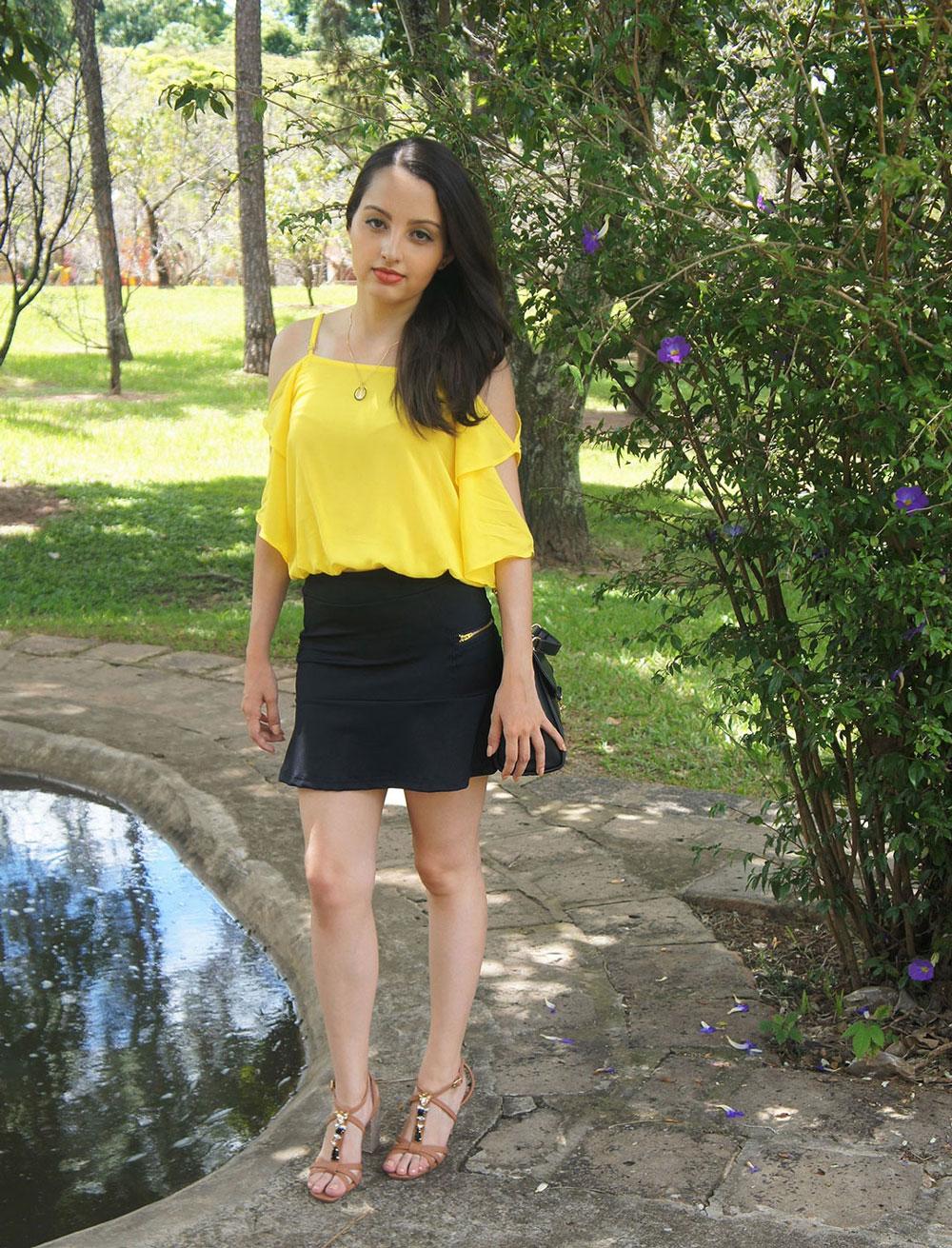 Look Amarelo Preto Nude e Dourado