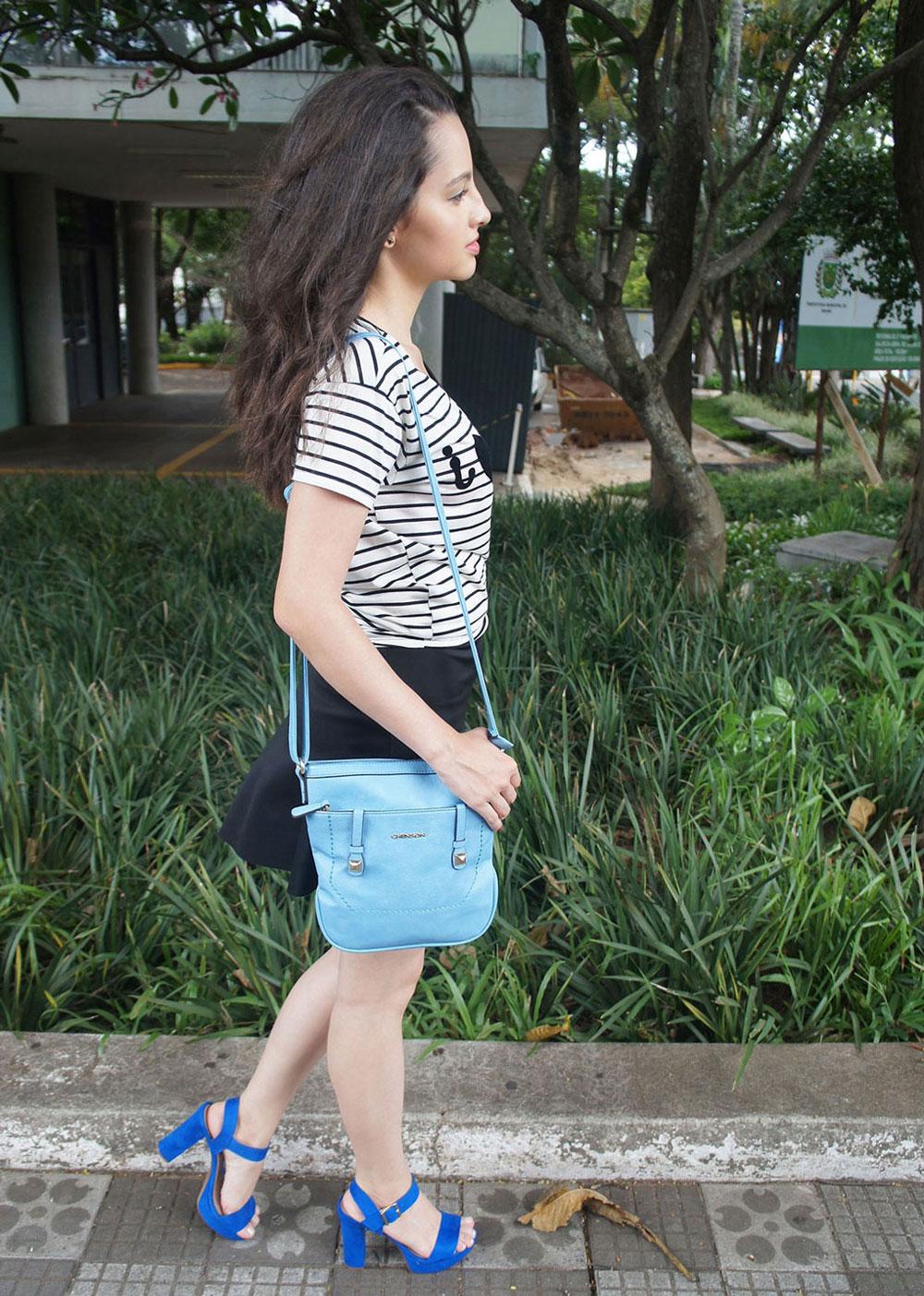 Look Preto e Azul Blusa Listrada