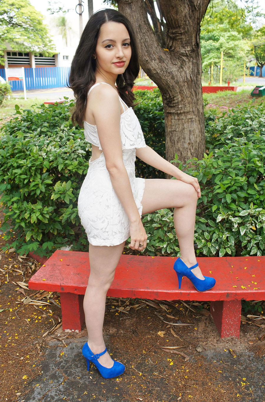 Look Macaquinho Renda Branco Sapato Azul