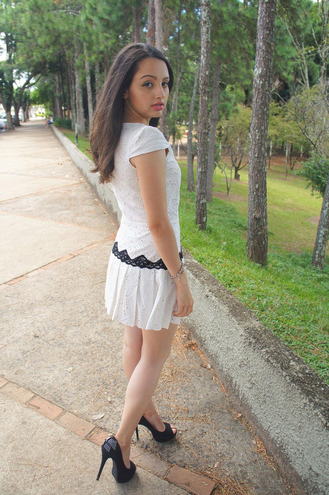 Vestido Branco e Salto Preto