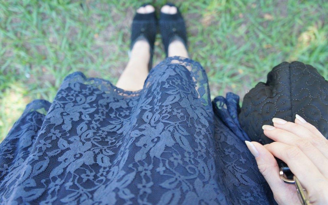 Look Vestido de Renda Azul Marinho