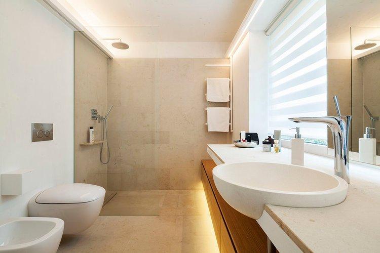 iluminación en el cuarto de baño