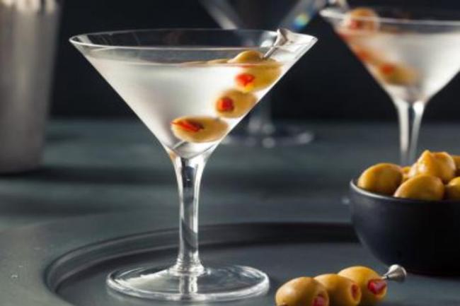 como preparar um dry martini 300x200 - Curso de mixologia aprenda como preparar um dry martini