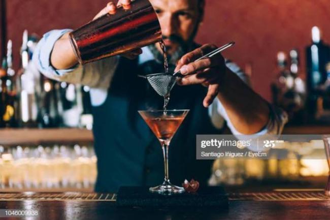 curso de bartender online 300x200 - Curso de mixologia aprenda como preparar um dry martini