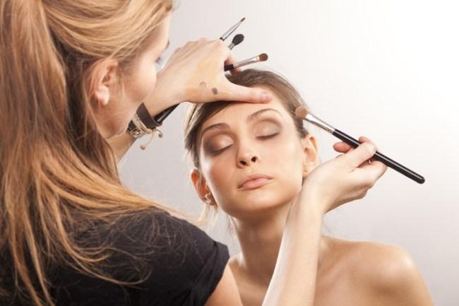 curso de maquiadora profissional 300x200 - Curso de make online seja uma profissional de sucesso