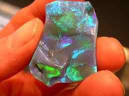 Opala, o mineral que não é um cristal.
