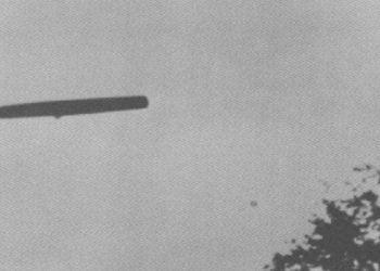 Ufo com formato de charuto é filmado voando sobre a Ucrânia