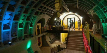 Bunker anti-nuclear vira casa de festas na Russia