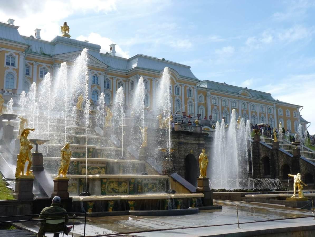 Peterhof com água 02 São Petersburgo Rússia Mundo Indefinido