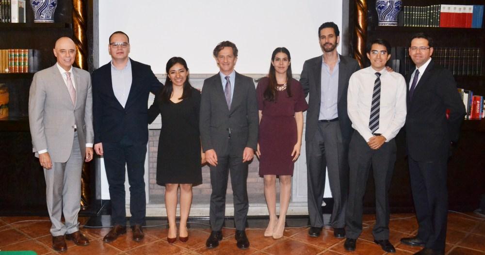 Xóchitl Morales, Samantha Alarcón, Mateo Maza y Emilio Nuñez con el Dr. Arturo Fernández, Pablo González y Francisco Pérez González. FOTO: ITAM