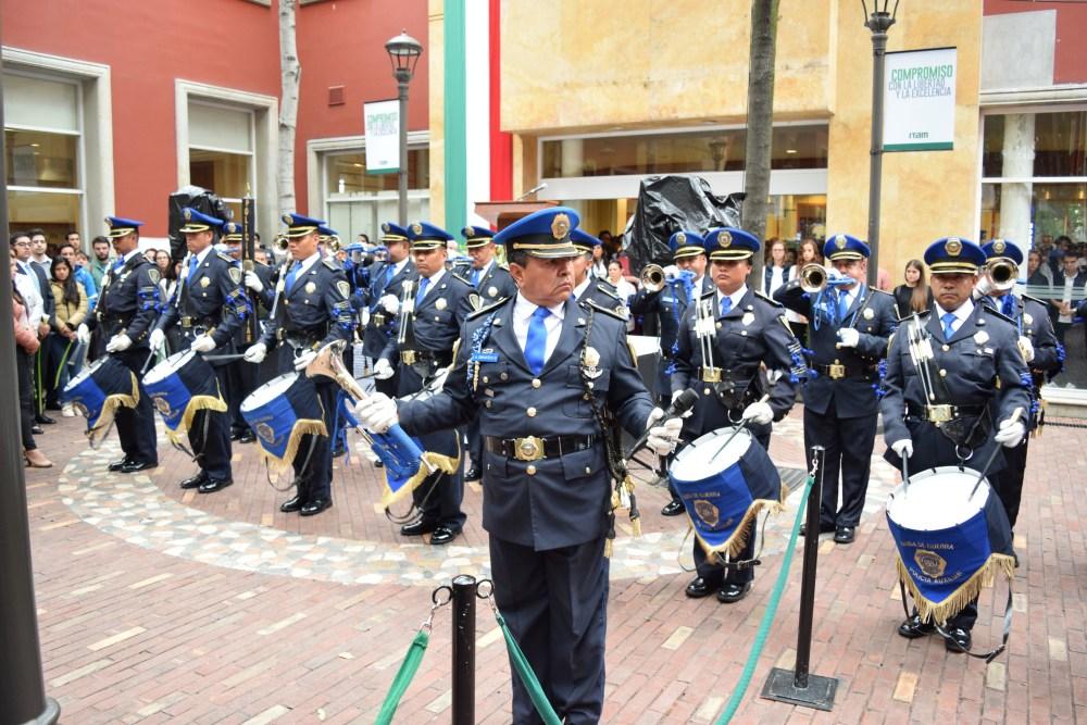 Banda de guerra de la Dirección General de la Policía Auxiliar de la Ciudad de México, en la Ceremonia Fuerza México. FOTO: ITAM