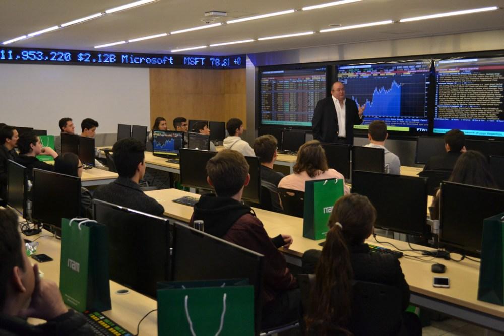 Dr. Pablo Galván, director de la licenciatura en Dirección Financiera en la Sala Bloomberg. FOTO: ITAM