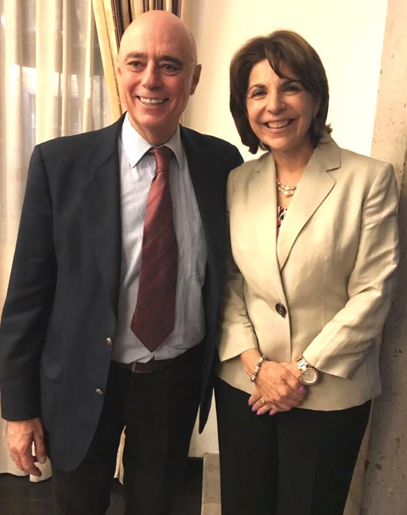 Dra. Sylvia Meljem acompañada del rector Arturo Fernández.