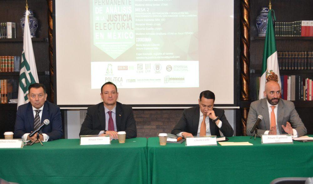 Alfredo Orellana, Horacio Vives, Clicerio Coello y Arturo Espinosa Silis en el Seminario permanete de análisis de Justicia Electoral. Foto ITAM