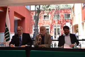 El Dr. James Robinson, moderador del evento comenta sobre las afirmaciones del Dr. Dennis Plane. FOTO: ITAM