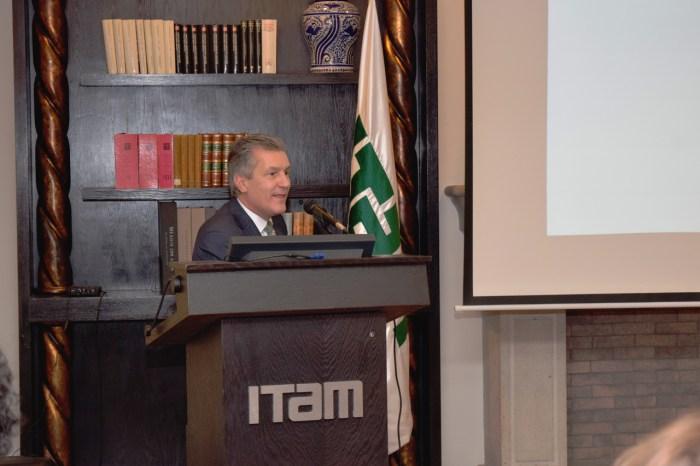 El Dr. Jose Luis Rivas habló sobre la importancia del gobierno corporativo.