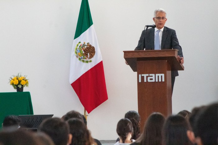 El vicerrector Hernández aseguró que, como sello distintivo del ITAM, lo importante del aprendizaje es ofrecer una perspectiva multidisciplinaria. Foto ITAM.