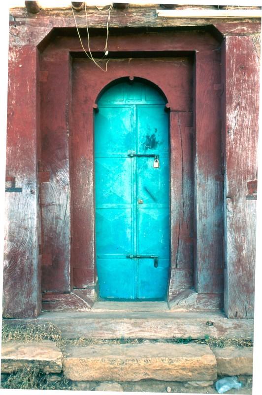 Azul sobre rojo - Canon EOS500N - Kodakchrome 100 día