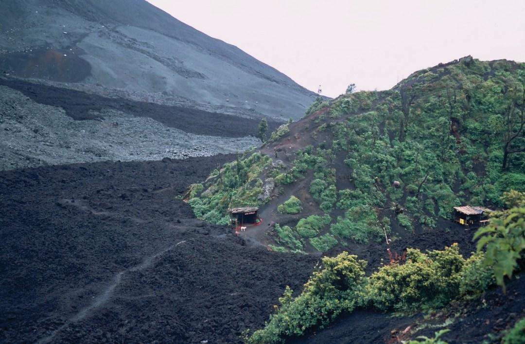 Casita en el volcán - Canon EOS500N