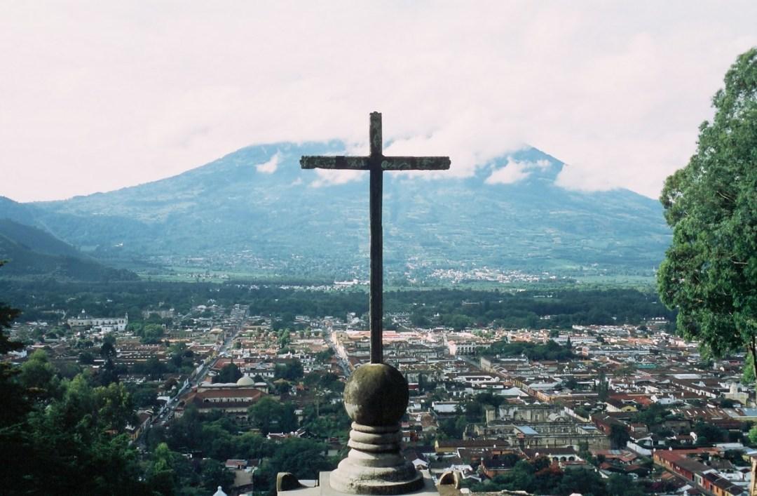 Cruz sobre Antigua