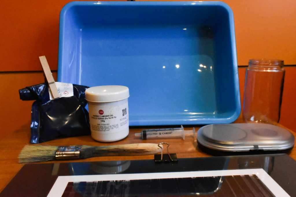 Materiales necesarios para hacer una cianotipia