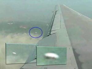 OVNI grabado desde el avión – Canberra, Australia – 04 de abril 2012