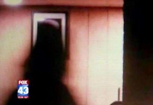 Fantasma ataca a equipo de noticias en casa encantada