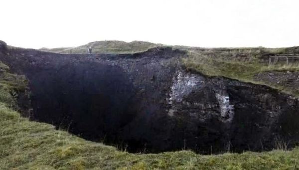 Masiva dolina de 100 pies de ancho se abre en Pennines
