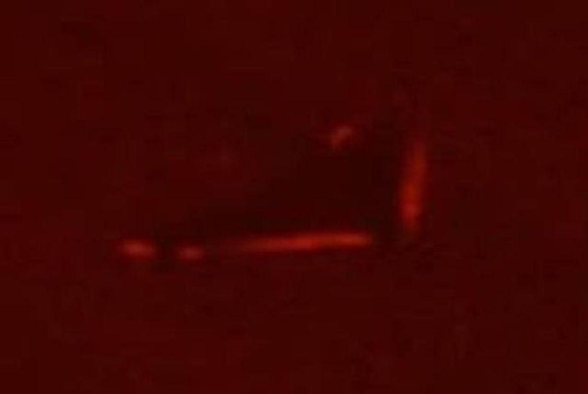 Gran OVNI triángular grabado cerca del sol