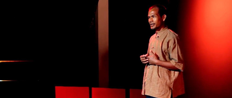 La vida es fácil. ¿Por qué la hacemos tan difícil? Jon Jandai en TEDxDoiSuthep