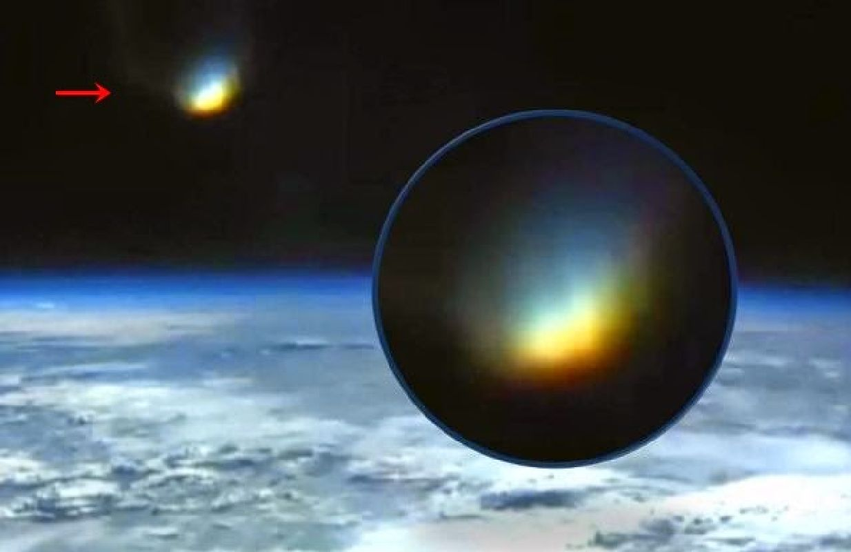 Luz brillante delante de la Live Cam de la ISS