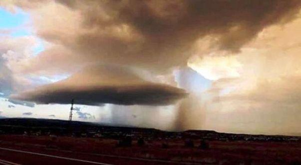 Increíble nube con forma de platillo sobre Las Vegas, Nuevo México