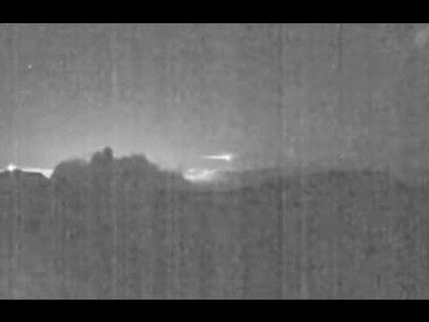 Cámara del volcán Turrialba capta paso de meteoro