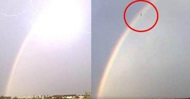 OVNI grabado en vídeo cayendo al suelo durante una tormenta en Somerset