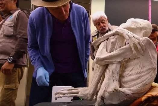 Alienígenas momificados de tres dedos en Perú