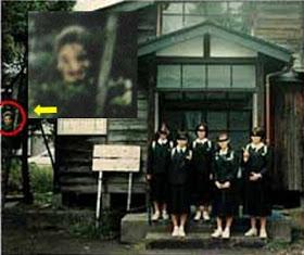 Bruja en los arboles fantasma 1 - Apariciones y fantasmas captados con cámara ¿realidad o trucaje?
