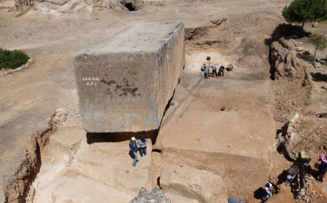 Arqueólogos descubren el mayor bloque de piedra tallado por el hombre