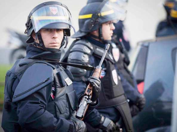 09 paris hostage situation w750 h560 2x 1 - LA MANIPULACIÓN DE LOS MEDIOS DE COMUNICACIÓN EN EL TIROTEO DE PARIS