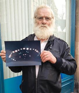 Pensionista Fotografia Ovni Despues De Oir Ruido Como