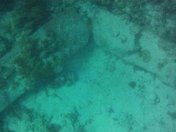 """Strange Slab """"Encontramos por un equipo de investigación en la costa de Bimini"""